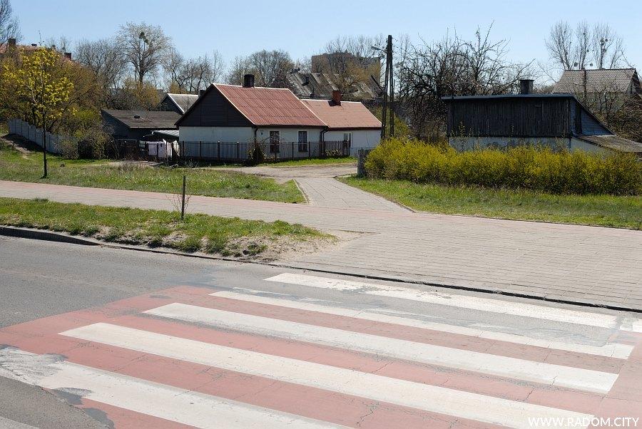 Radom. Przejście przez ul. Szarych Szeregów, widok w kier. Wietrznej.