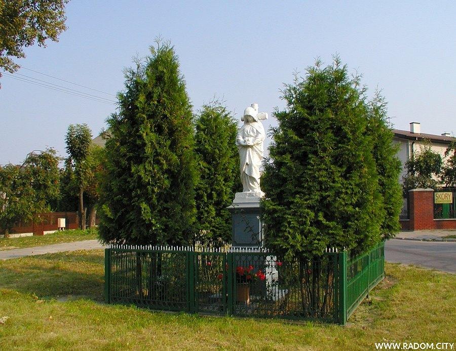 Radom. Figura Matki Bożej przed krzyżem - Wiejska/Młodzianowska.