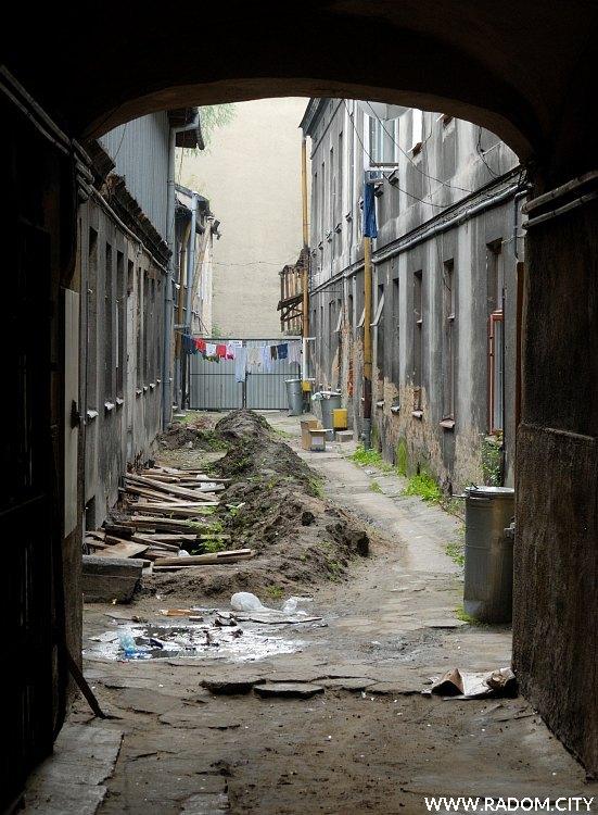 Radom. Podwórze kamienicy przy ulicy Żeromskiego 14.