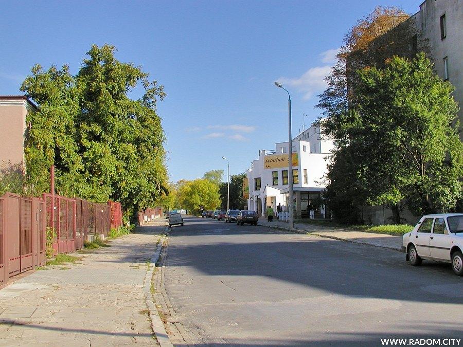 Radom. Ulica Kusocińskiego, odcinek od Żwirki i Wigury do Sportowej.