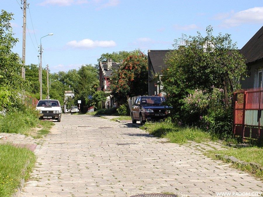 Radom. Ulica Okopowa, widok na wschód w kierunku ul. Sportowej.