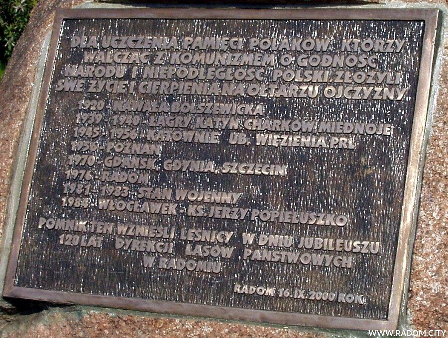 Radom. Pomnik Ofiar Komunizmu - tablica.