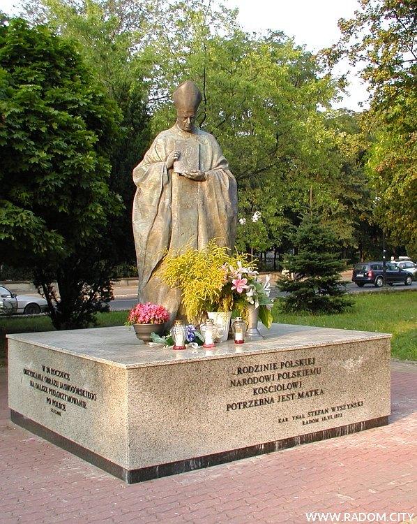 Radom. Pomnik prymasa kardynała Stefana Wyszyńskiego.