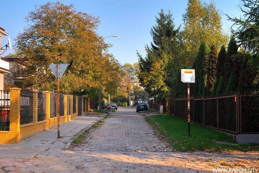 Radom. Ulica Bronisława Czecha widziana z ulicy Sportowej.