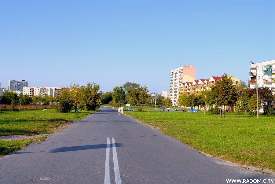 Radom. Ulica Żwirki i Wigury, odcinek na północ od ul. 11 Listopada.