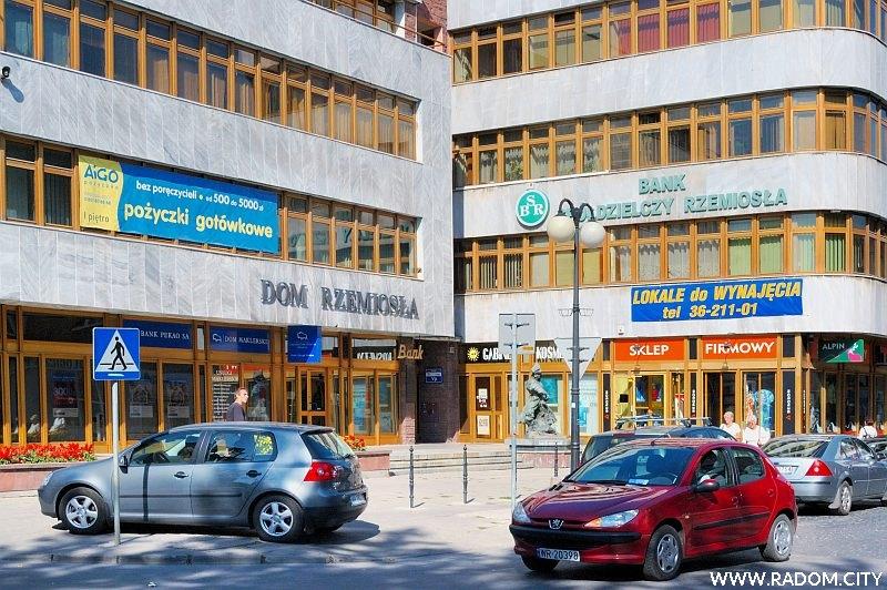 Radom. Dom Rzemiosła na rogu ulic Jana Kilińskiego i Ferdynanda Focha.