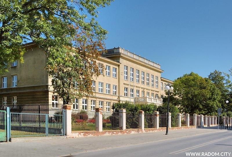 Radom. Liceum im. J. Kochanowskiego przy ul. J. Kilińskiego.