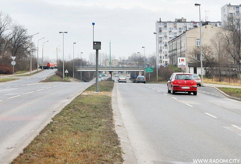 Radom. Ul. Szarych Szeregów,w głębi wiadukt w ul. Warszawskiej.