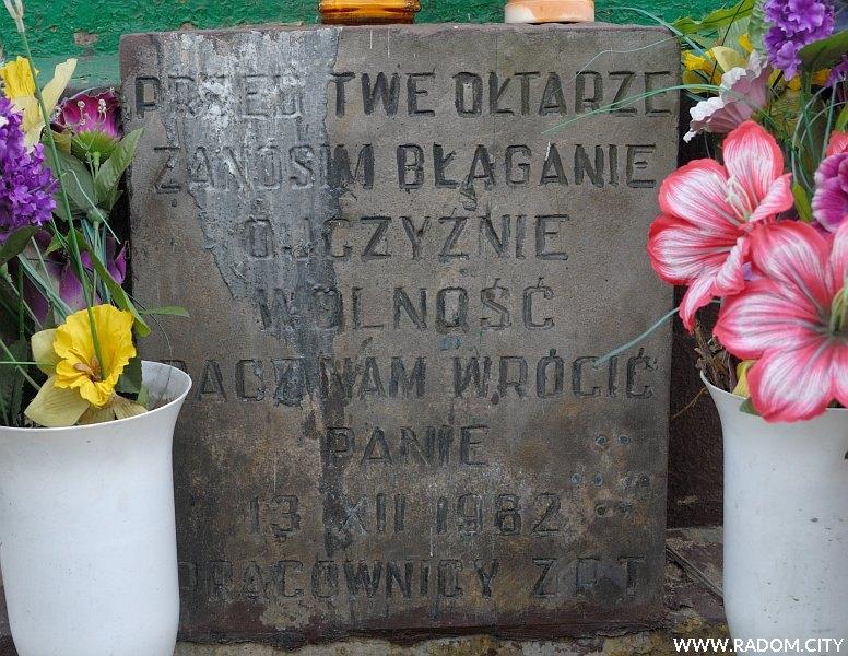 Radom. Krzyż przy ul. B. Limanowskiego - fragment.