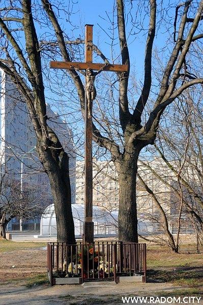 Radom. Krzyż przy ul. Staroopatowskiej.