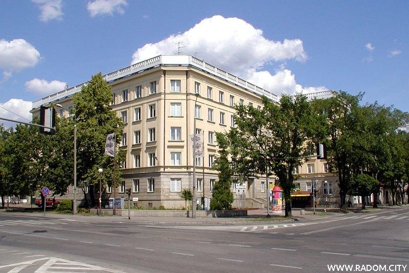 Radom. Budynek na rogu Żeromskiego/25 Czerwca.