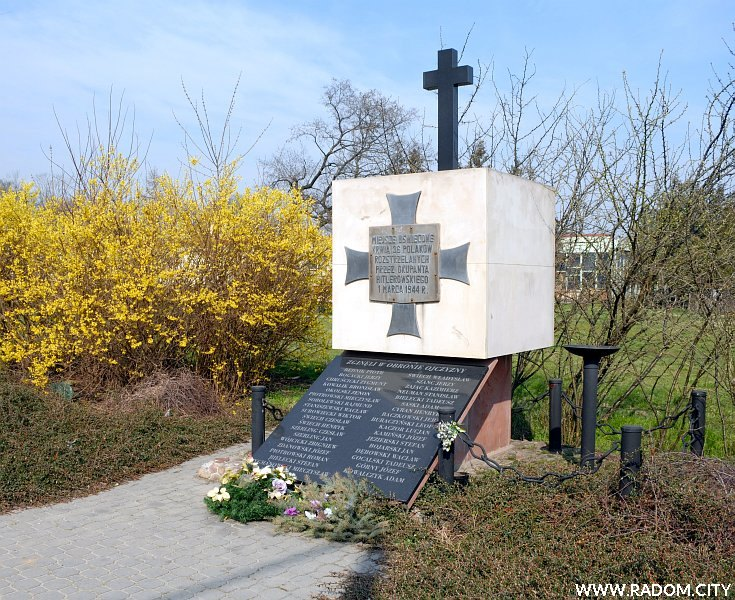 Radom. Pomnik 11 Listopada/Warszawska.