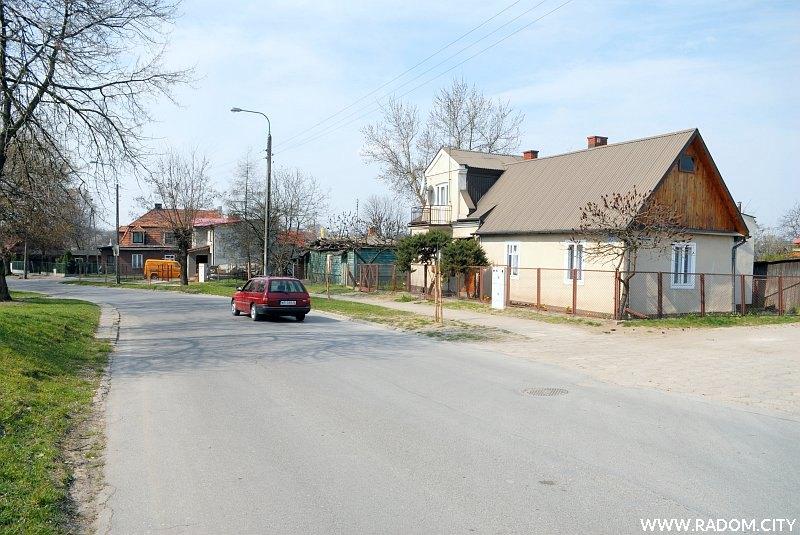 Radom. Ulica Parkowa, widok na zachód ze skrzyżowania z Solną.