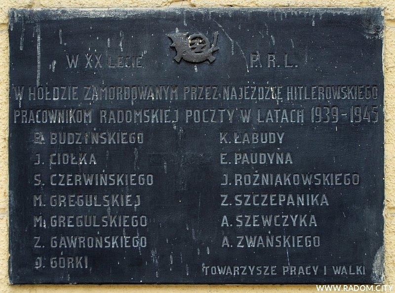 Radom. Tablica na budynku poczty przy ul. Malczewskiego.