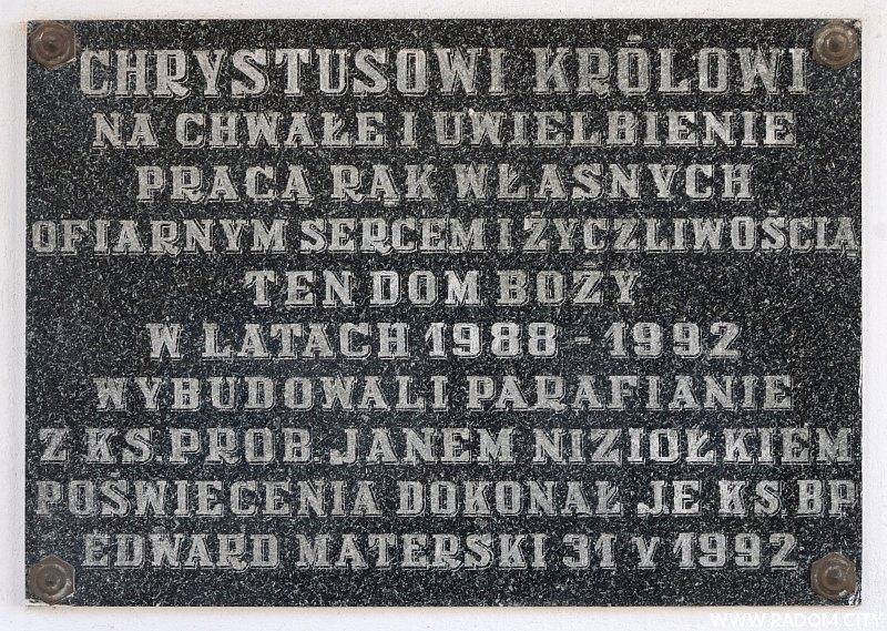 Radom. Tablica na ścianie kościoła przy ul. Orląt Lwowskich.
