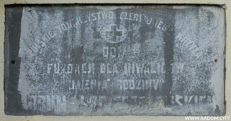 Radom. Tablica na budynku przy ul. Kelles-Krauza 9.