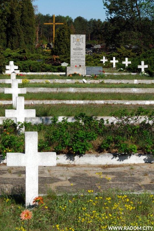 Radom. Cmentarz i pomnik na Firleju.