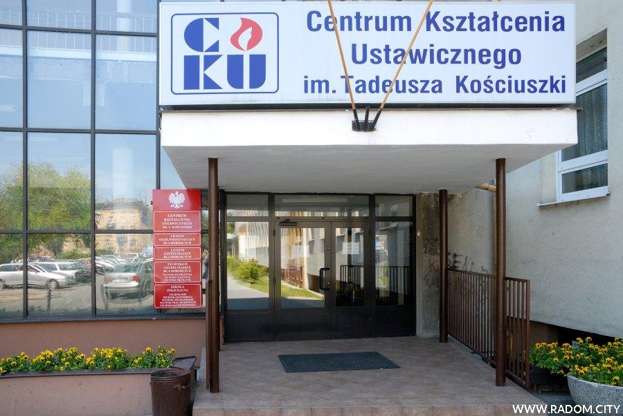 Radom. Wejście do budynku przy ul. Kościuszki 7.