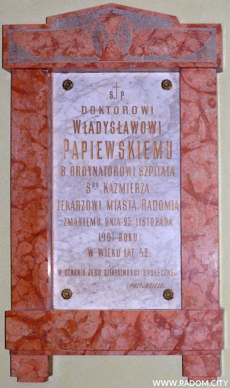 Radom. Tablica Władysława Papiewskiego w szpitalu przy ul. Tochtermana.