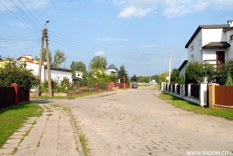Radom. Końcowy odcinek ul. Gołębiowskiej.
