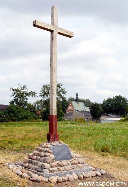 Radom. Krzyż na Piotrówce.