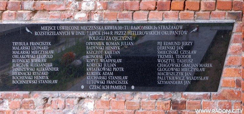 Radom. Pomnik Strażaków na cmentarzu przy ul. Limanowskiego.