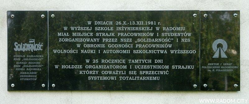 Radom. Tablica strajku w Wyższej Szkole Inżynierskiej.