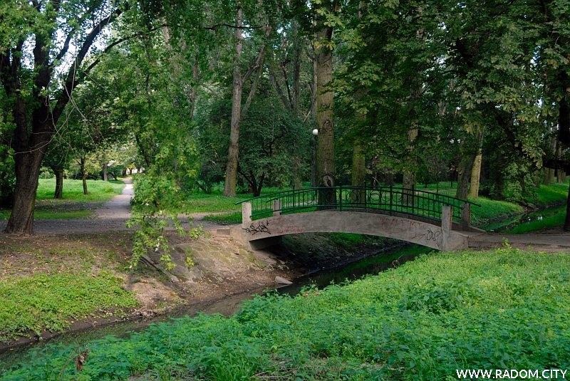 Radom. Mostek w Starym Ogrodzie.
