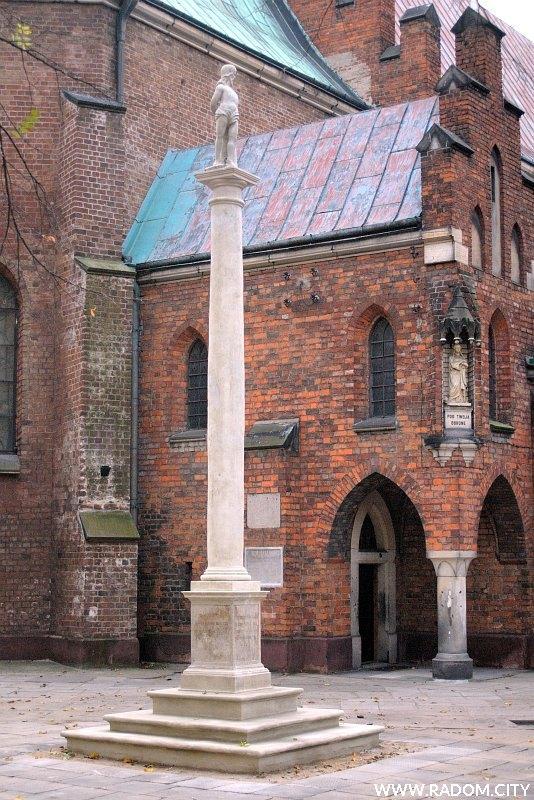 Radom. Rzeźba Chrystusa u słupa przy ul. Rwańskiej.