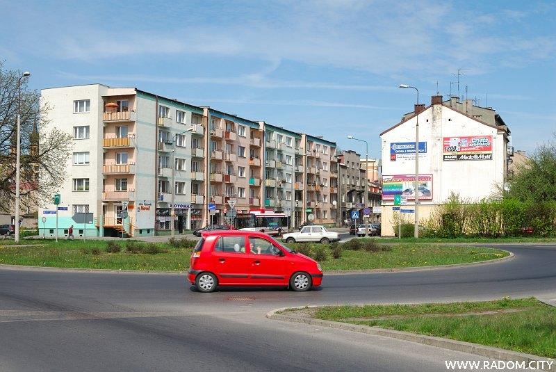 Radom. Rondo Mikołajczyka, widok na ul. 25 Czerwca.