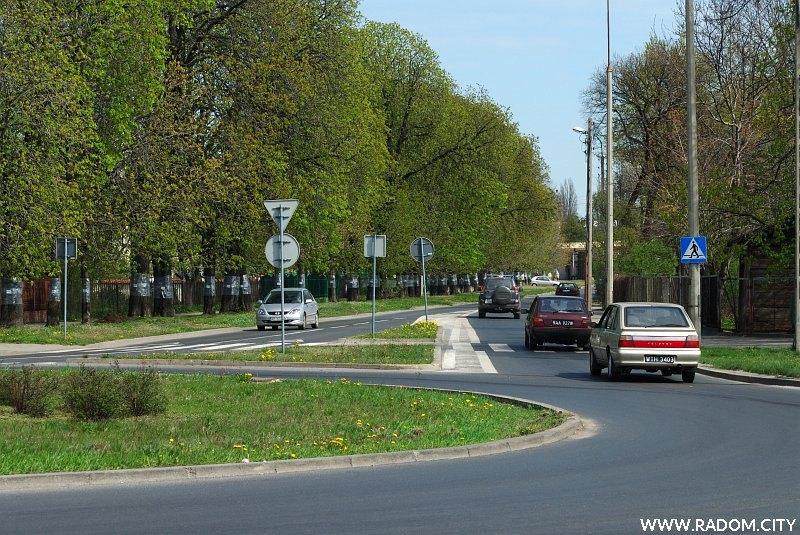Radom. Ulica Prażmowskiego, widok na wschód z ronda Stanisława Mikołajczyka.