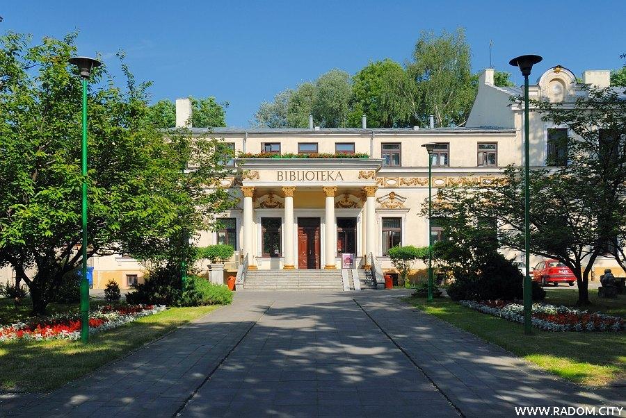 Radom. Biblioteka przy ul. Piłsudskiego.
