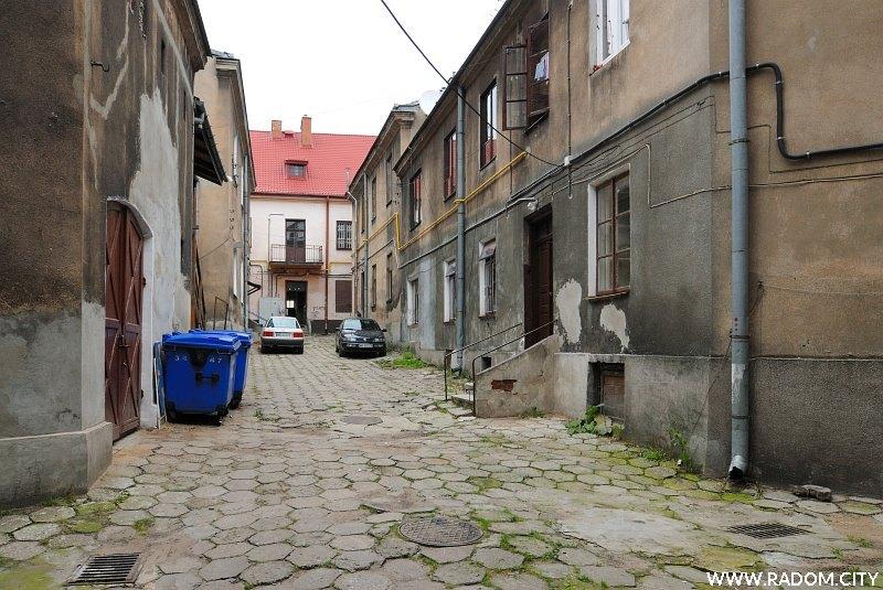 Radom. Podwórze - Wałowa 22, widok w kierunku Rynku