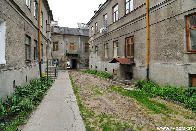 Radom. Podwórze - Wałowa 20, widok w kierunku Wałowej