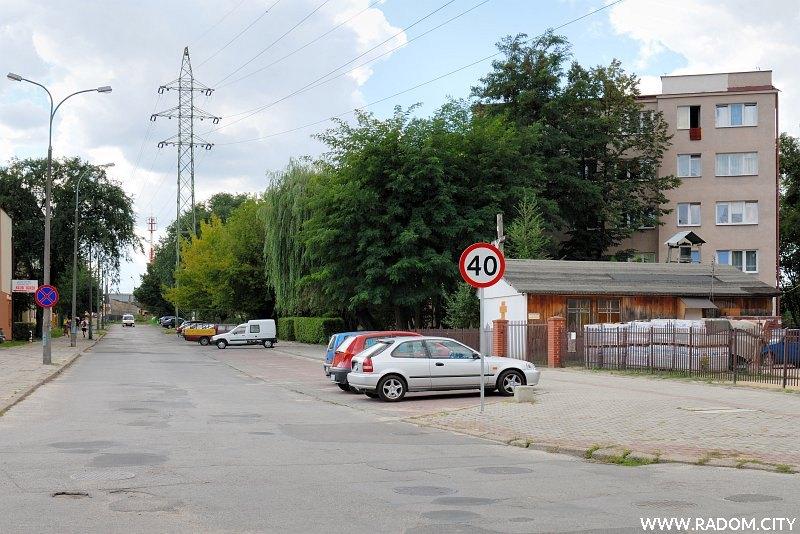 Radom. Ulica Chałubińskiego, widok w kierunku ul. Młodzianowskiej ze skrzyżowania z ul. Cichą.