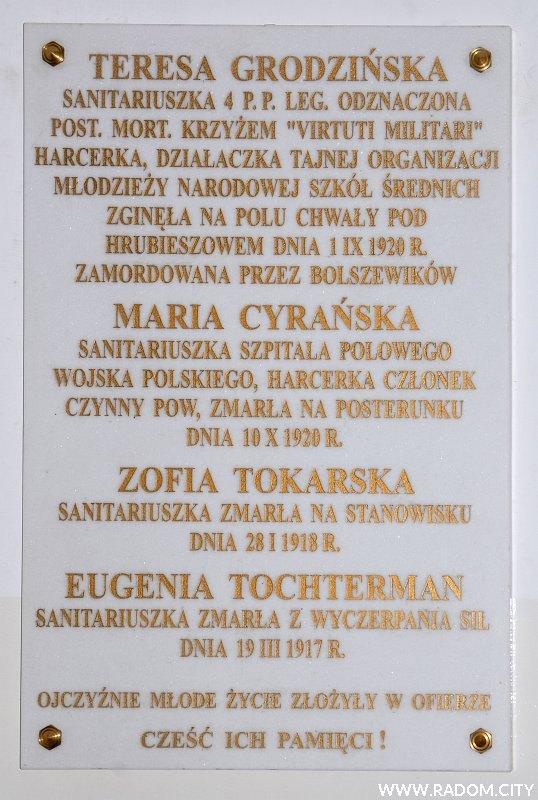 Radom. Tablica w LO im. Czachowskiego.