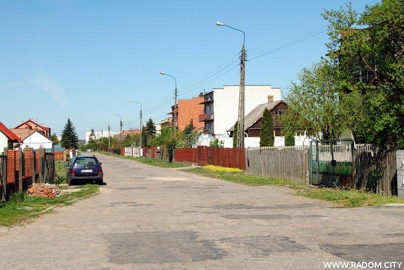 Radom. Ulica Brzustowska widziana od strony ul. Energetyków.
