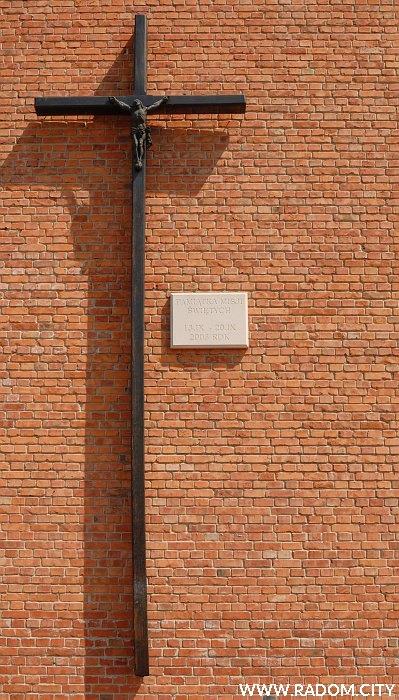 Radom. Krzyż misyjny/bazylika św. Kazimierza.
