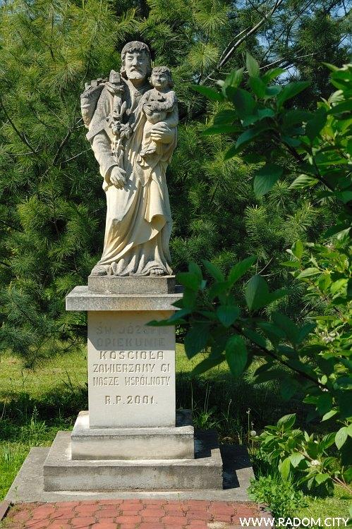 Radom. Figura św. Józefa przy Seminarium.