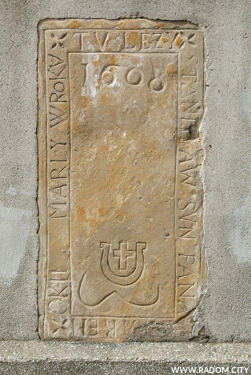 Radom. Tablica w ogrodzeniu kościoła św. Jana.