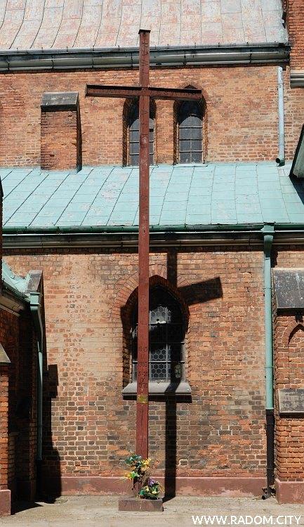 Radom. Krzyż misyjny - fara.
