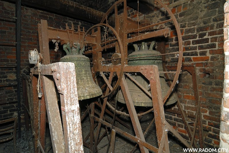 Radom. Dzwony na wieży kościoła św. Jana.