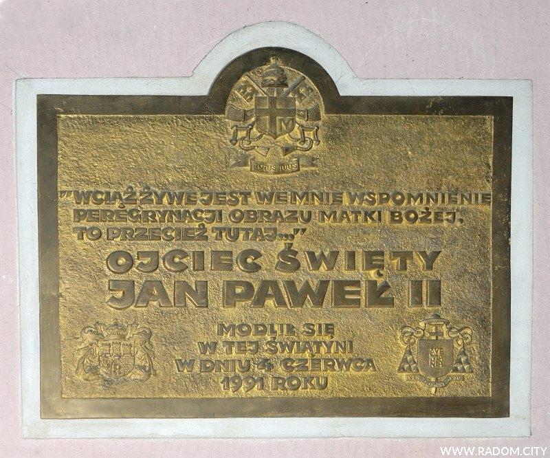 Radom. Tablica Jana Pawła II w Katedrze.