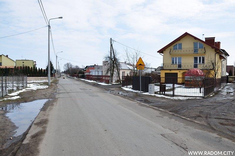 Radom. Ulica Malenicka w okolicy szkoły.
