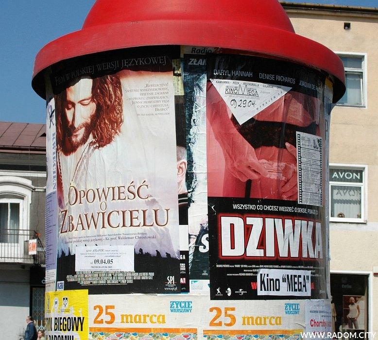 Radom. Słup ogłoszeniowy na placu Konstytucji 3 Maja.