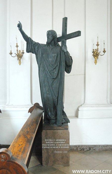 Radom. Rzeźba Chrystusa w kościele ewangelickim.
