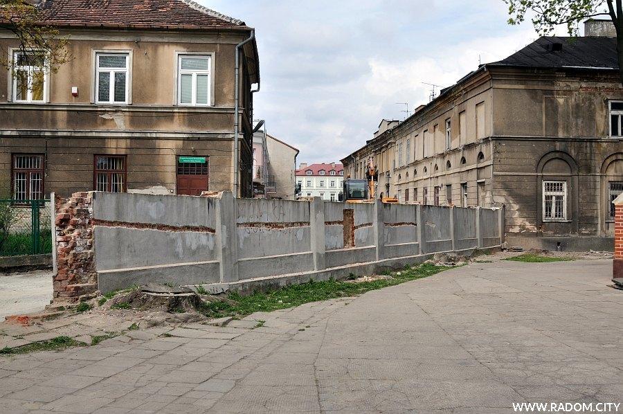 Radom. Mur przy kościele św. Jana.