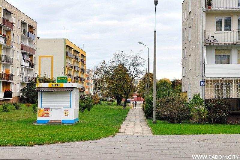Radom. Ulica Sadkowska widziana z ul. Szklanej.