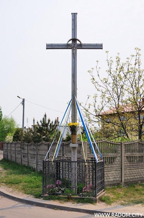 Radom. Krzyż - Witkacego/Sołtykowska.