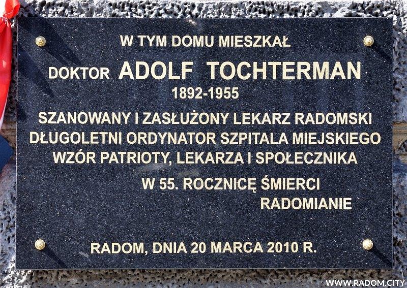 Radom. Tablica Adolfa Tochtermana - ul. Piłsudskiego 7.